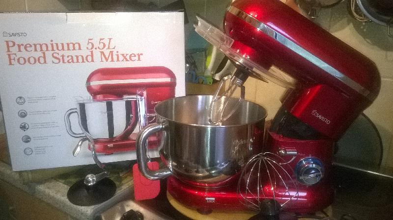 Savisto 1260W Retro Food Stand Mixer With 5.5L Bowl, Splash Guard, Dough Hook, Whisk, Beater - Red